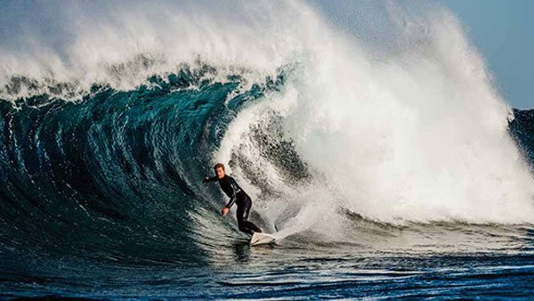 fujifilm-gfx-100-surfing