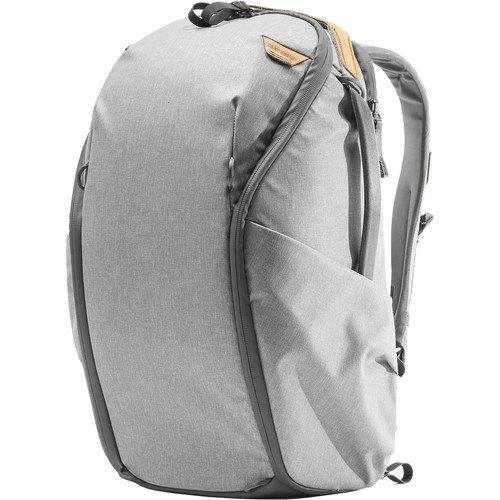 Peak Design Everyday Rucksack Zip V2 (20L, Ash) - Schrägansicht