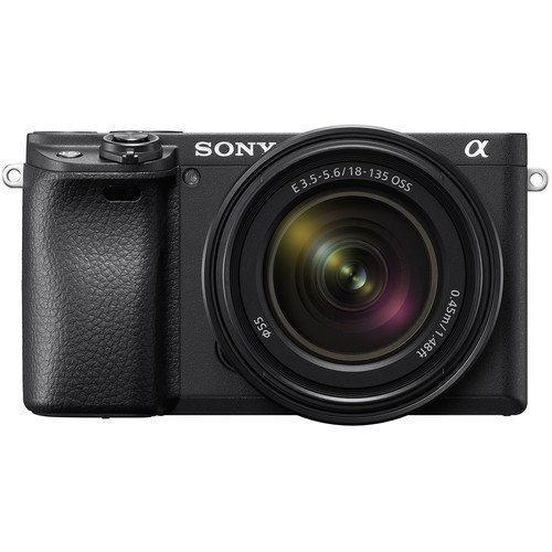 Sony Alpha 6400 Kit mit 18-135mm Objektiv - Frontansicht