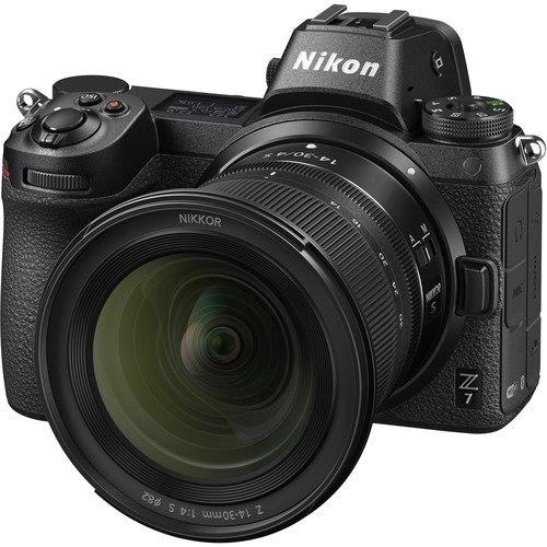 Nikon Z7 Kit mit Z 14-30mm S Objektiv - Schrägansicht