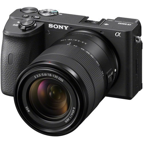 Sony Alpha 6600 Kit mit 18-135mm Objektiv - Frontansicht