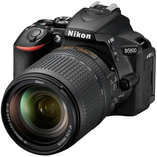 Nikon D5600 Kit - Schrägansicht