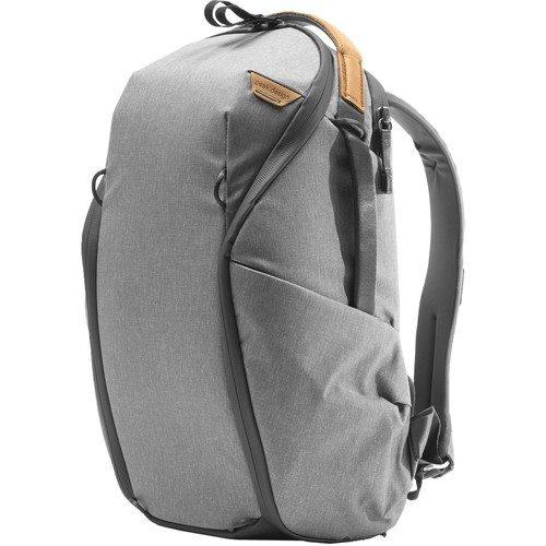 Peak Design Everyday Rucksack Zip V2 (15L, Ash) - Schrägansicht