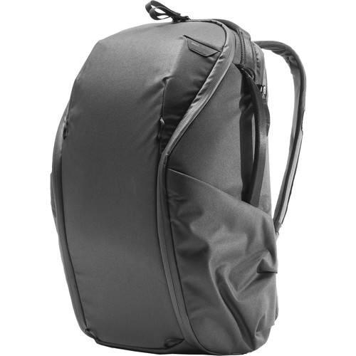 Peak Design Everyday Rucksack Zip V2 (20L, Schwarz) - Schrägansicht
