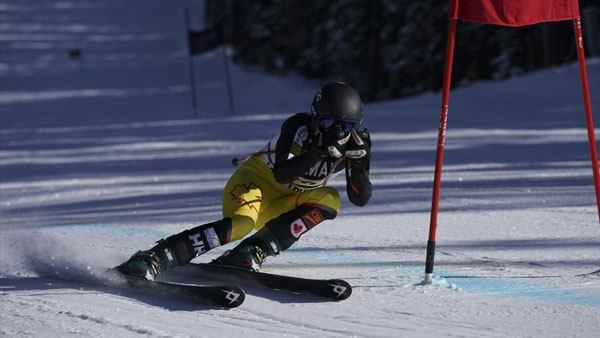 sony-fe-70-200mm-f2-8-gm-objektiv-skiing