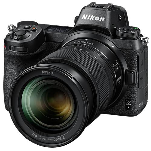 Nikon Z7 Kit mit Z 24-70mm S Objektiv & FTZ Adapter - Schrägansicht