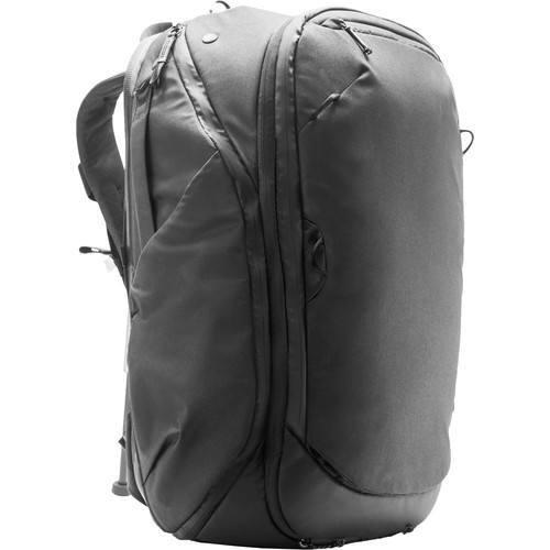 Peak Design 45L Travel Rucksack (Schwarz) - Schrägansicht