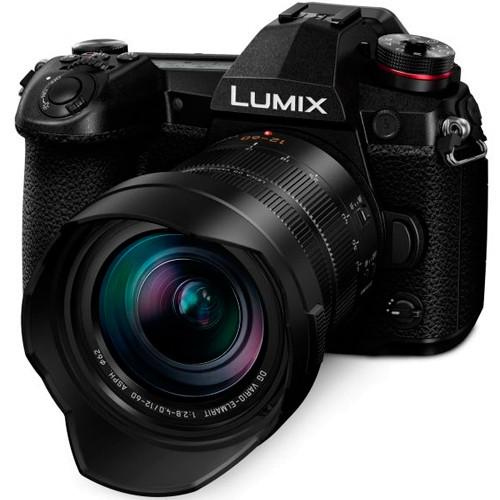 Panasonic Lumix G9 Kit mit 12-60mm Leica Objektiv - Schrägansicht