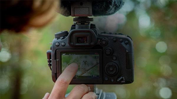 canon-eos-90d-gehaeuse-touch