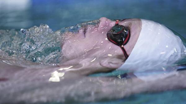 sony-fe-70-200mm-f2-8-gm-objektiv-swimmer