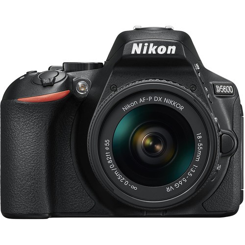 Nikon D5600 Kit - Frontansicht